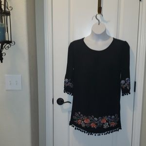 Sz L Umgee Black Embroidered tunic top